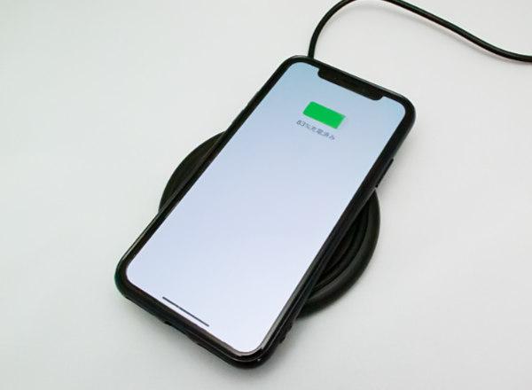 iPhone でワイヤレス充電「Qi(チー)」してみた